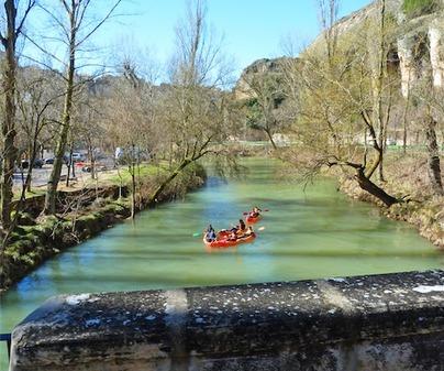Piragüas en Aguas Tranquilas en Cuenca