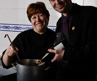 Guadalupe Cepeda Medina, chef del Restaurante Casa Parrilla (Las Ventas con Peña Aguilera - Toledo) /<b>Jorge Moreiro</b>
