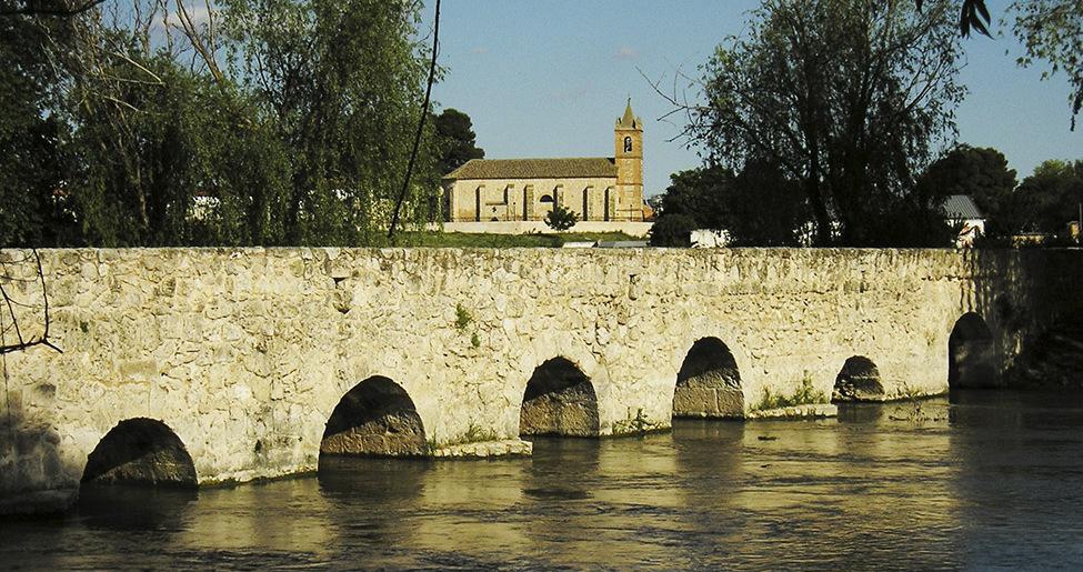 Puente viejo en Villarta de San Juan