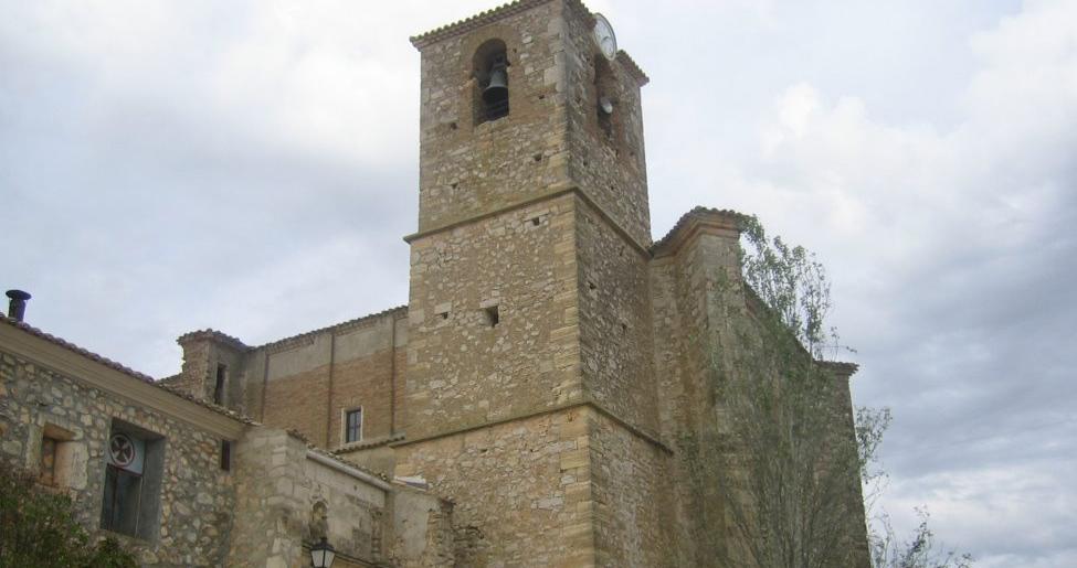 Almendros y su iglesia de la Santa Cruz