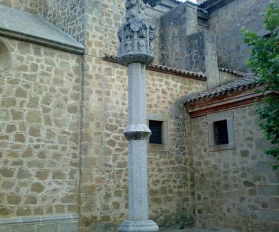 Iglesia de Cuerva. Picota frente sacristia