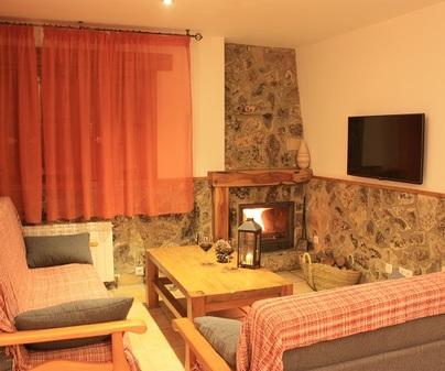Casa rural El Escaleron chimenea