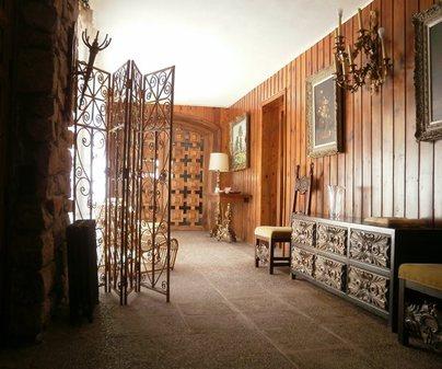 La Cabaña hall