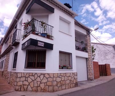 Fachada Casa Rural Casa Reyes de Villalba de la Sierra