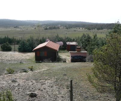 La Canadiense Log Cabin exterior