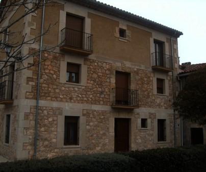 Fachada doble de la Casa Rural - El Rincon de la Fuente Vieja