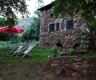Parte trasera de Casa Rural Molino Castilpelayo en Gascueña de Bornova (Guadalajara)