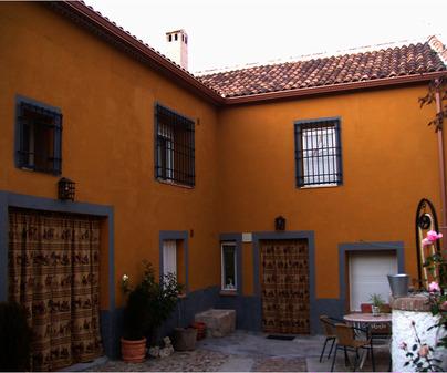 Patio de la Casa Rural Bargueña. Bargas (Toledo)