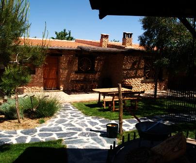 Fachada de Casa Rural La Encina de Mirones en Calzada de Calatrava (Ciudad Real)