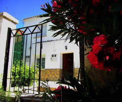 Patio exterior de Casa Rural Las Escuelas en Villora (Cuenca)