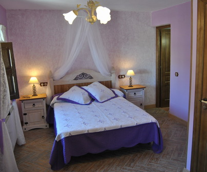 Habitación lila de Casa Rural La Posada de Garcinarro en Garcinarro (Cuenca