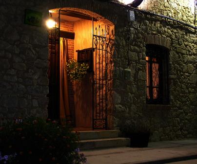 Fachada de Casa Rural La Casa de Escalona Iturbe en Milmarcos (Guadalajara)