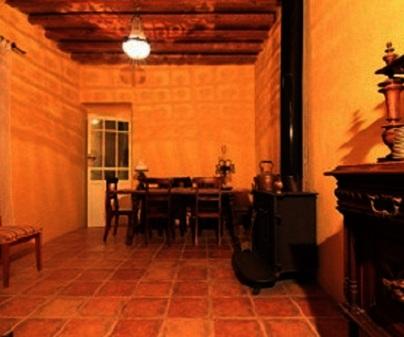 Salón rústico de Casa Rural Posada de Santa María en Picón (Ciudad Real)
