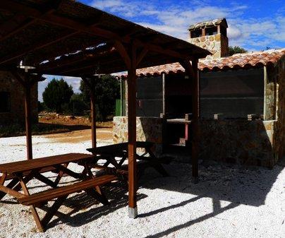 Barbacoa y cenador de Casa Rural Robledo Miranda - Casas Rurales Vía Verde