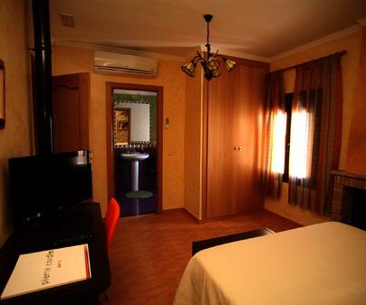 Panorámica de una habitación de Casa Rural La Encantada de Xoray en Torre de Juan Abad (Ciudad Real)