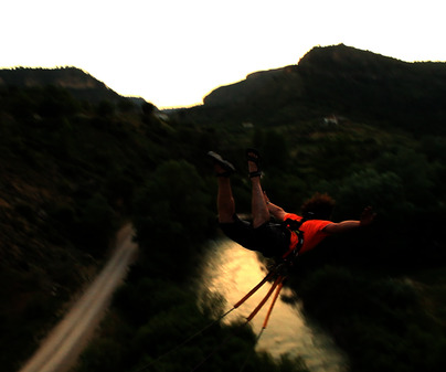 Descargando adrenalina en Empresa de Turismo Activo Altaïr en Enguídanos (Cuenca)
