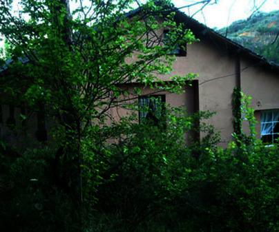 Vista de la casa del Albergue Rural La Mata en Valdesotos (Guadalajara)