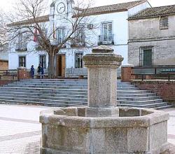 Los Cerralbos, fuente en la plaza mayor