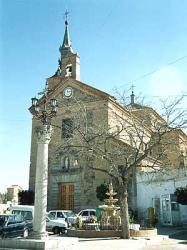 Burguillos, plaza e iglesia parroquial de Santa María Magdalena